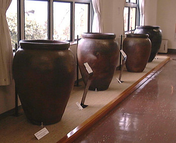 King-sized kame jars