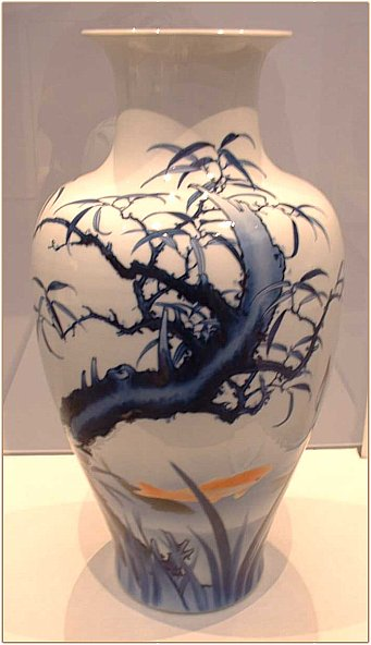 Meiji-era porcelain vase by Kato Tomotaro
