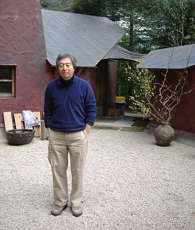 Hosokawa Morihiro standing in front of his studio