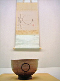 E-garatsu Chawan with Sengai Scroll