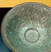 Close-up view of Beishoku-ji Shinogi-de Chawan by Minegishi Seiko