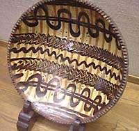 English slipware on display at the Mingeikan, 2004